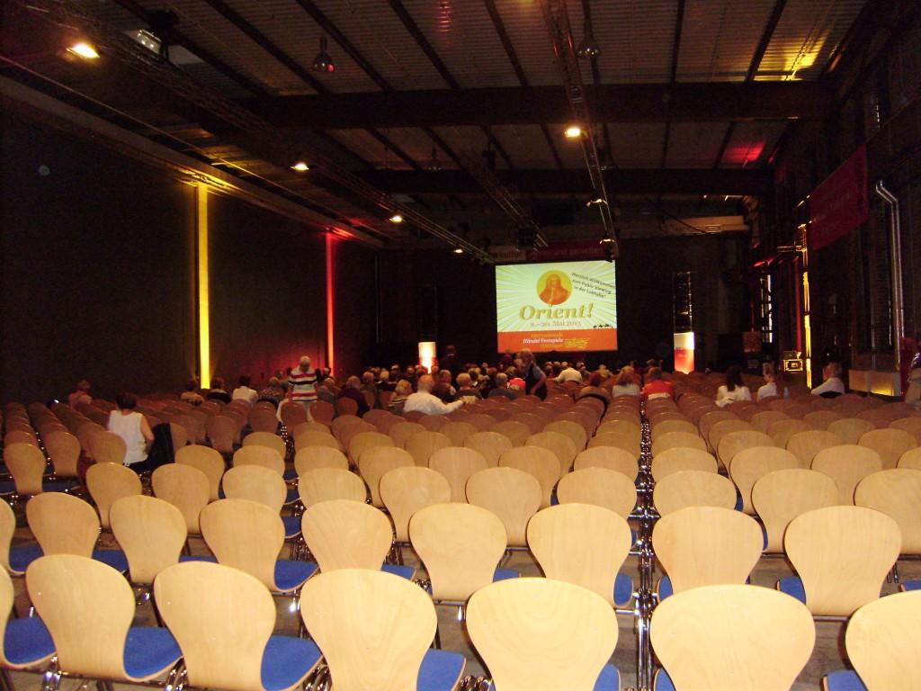 Lokhalle mit Konzertbestuhlung