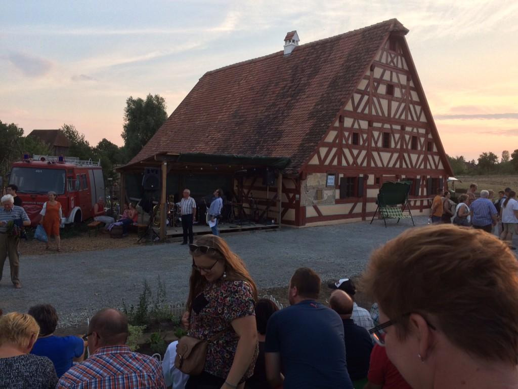 """Die """"Bühne"""" des Theaterstücks """"Vollgas"""" im Freilandmuseum Bad Windsheim"""